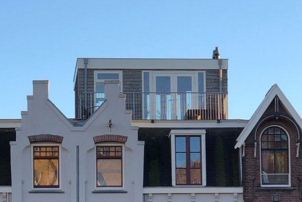 Dakopbouw met een plat dak, gebouwd op een plat dak