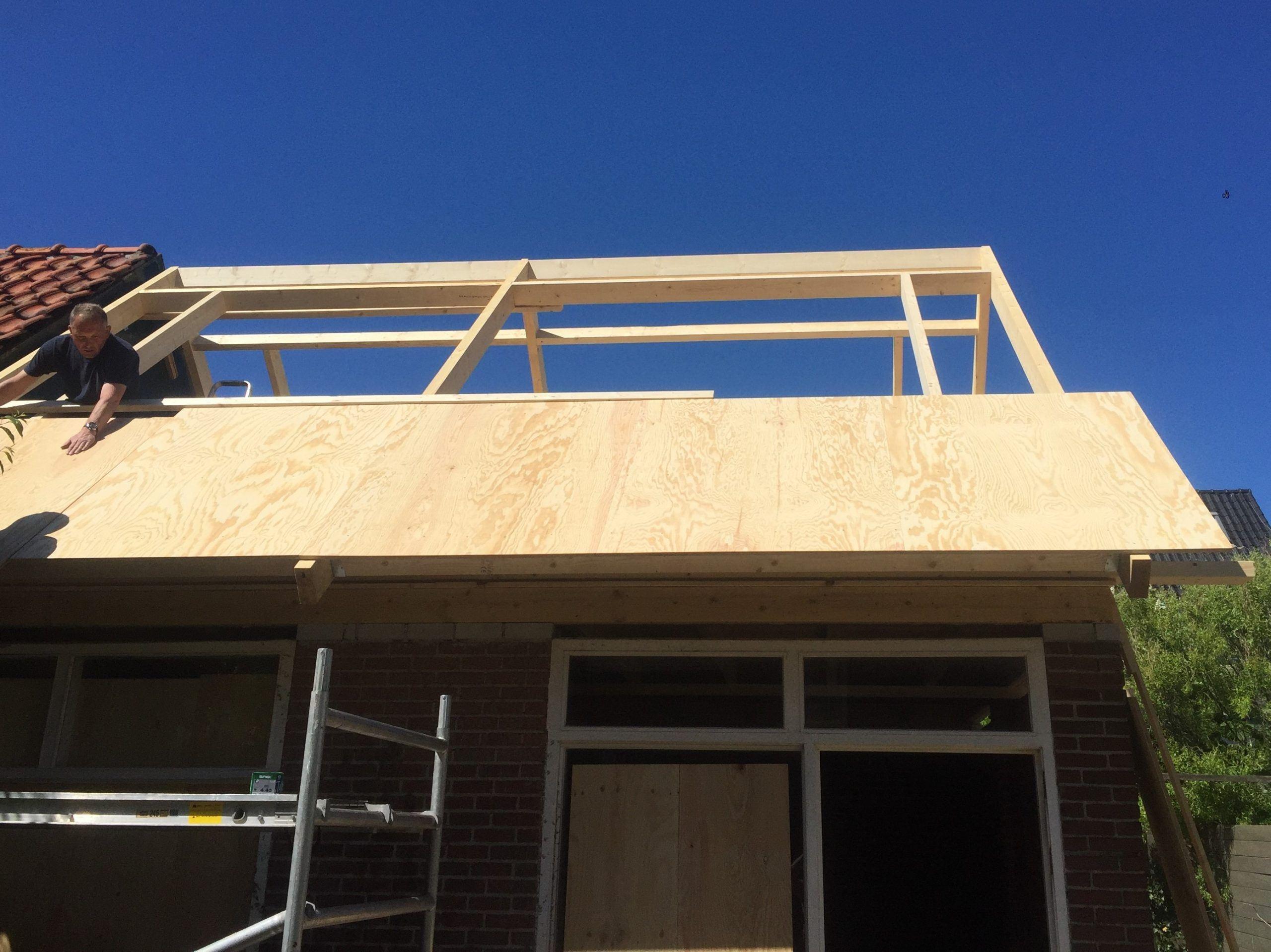 bijgebouw dak in aanbouw